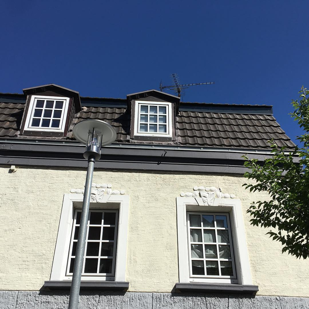 Old house - new street lamp
