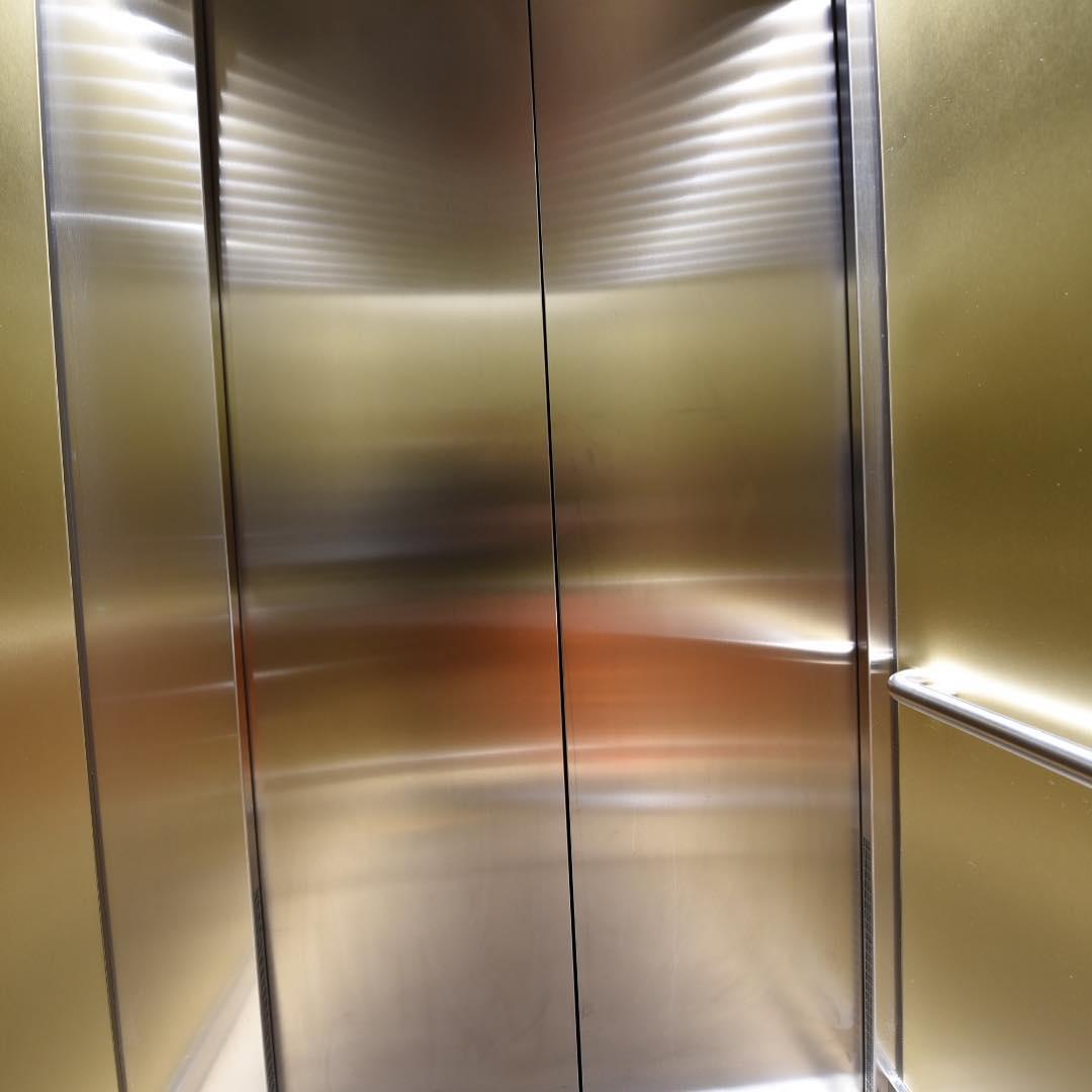 Im Aufzug  @new_energie