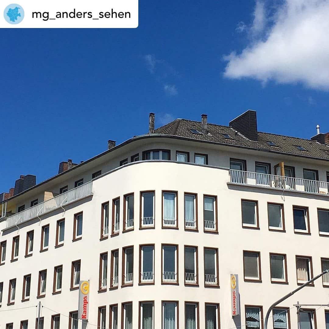 Am Sonntag ist es wieder soweit! Posted @withrepost • @mg_anders_sehen Entdeckt mit uns die schlichte Eleganz der 50er Jahre Architektur in Rheydt! Lernt die architektonischen Merkmale dieses besonderen Baustils kennen und werdet mit euren Insta-Fotos Teil einer @schauzeit_rheydt Ausstellung. 🤳🏼 • 15.09. um 11 Uhr • Start: Eiscafé Sagui, Brucknerallee 4, 41236 MG • kostenlos und verbindlich anmelden: instawalkmg@gmail.com • alle Infos: Link in der Bio . . . .