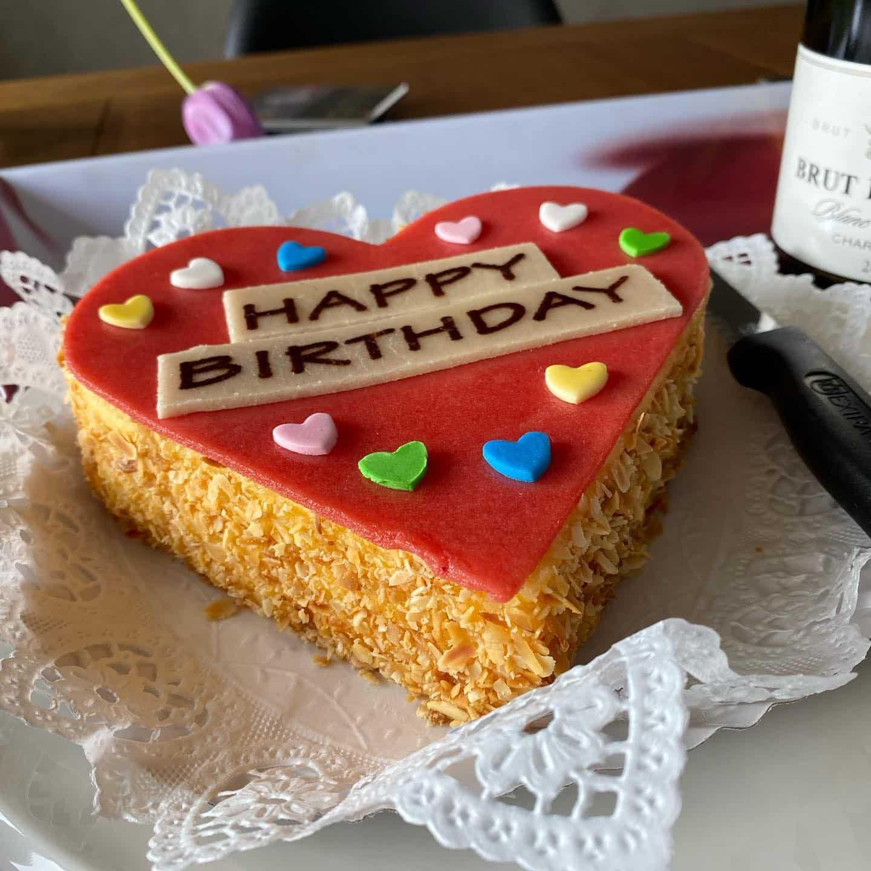 Lockdown Birthday mit Schatzi! Dankeschön ️ @swatch @heinemannkonditorei